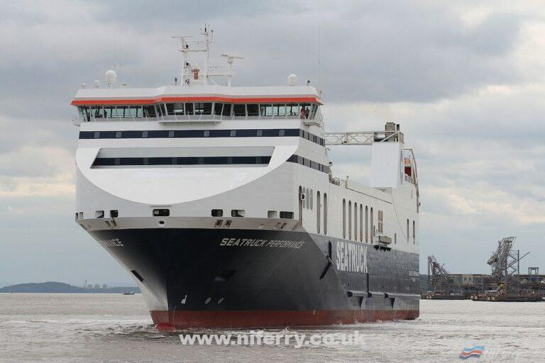 SEATRUCK PERFORMANCE fresh from dry-dock in her reapplied Seatruck Livery, 20.08.18. For the almost 6 years previous she had been chartered to Stena Line as STENA PRECISION. Copyright © Das Boot 160. Flickr.
