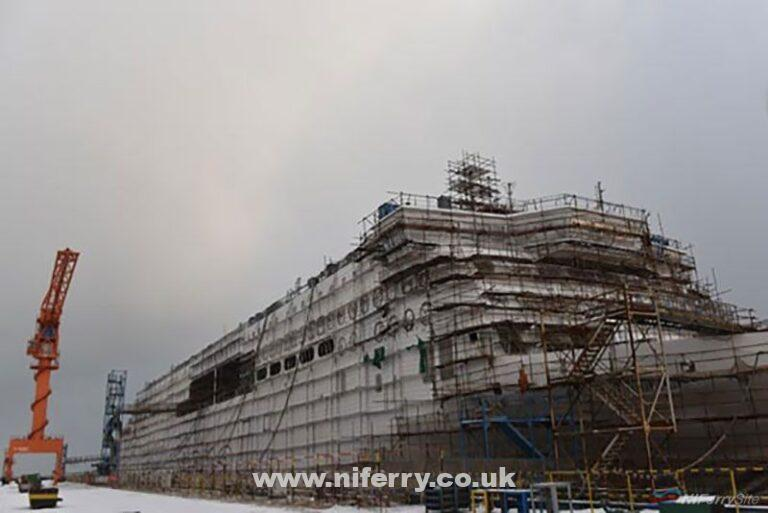Painting underway on Stena's first E-Flexer, W0263, at AVIC Weihai. Note the snow in the foreground! AVIC Weihai
