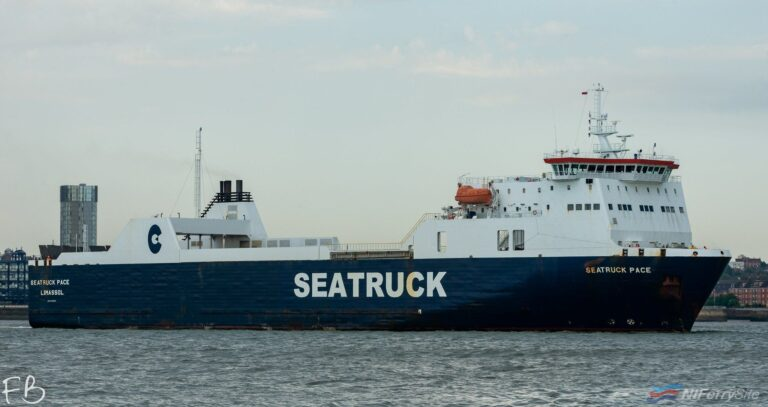 SEATRUCK PACE arrives at Cammell Laird Birkenhead prior to entering Dry Dock Number 7, 25.07.19. Copyright © Christopher Triggs.