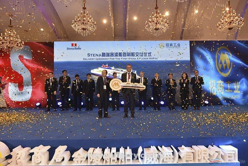 Stena RoRo CEO Per Westling is handed a golden key by AVIC's general manager Liao Hongbing, symbolsing the handover of STENA ESTRID from the yard to the ship owner. China Merchants Jinling.