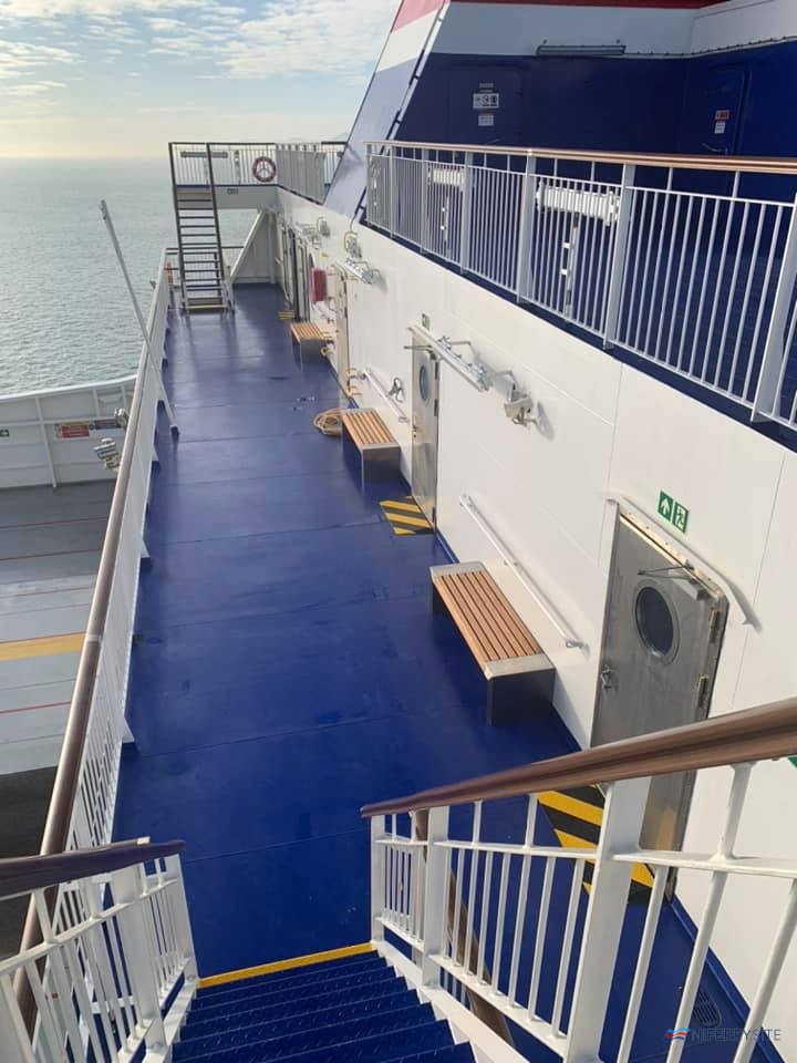STENA ESTRID Looking down on the outside deck aft on Deck 9 from the Sun Deck above. © David Faerder.
