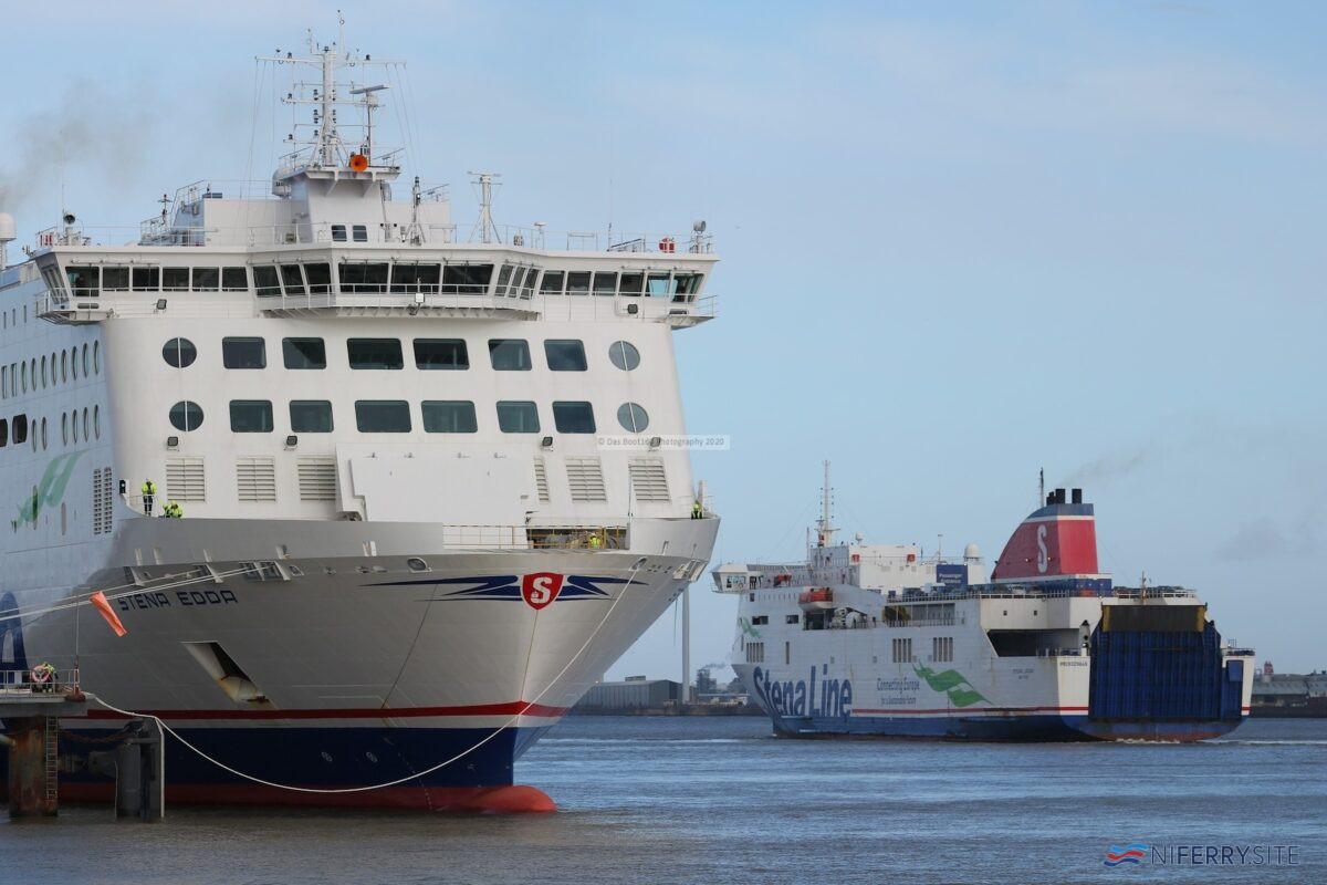 STENA EDDA rests on the south berth at 12 Quays while STENA LAGAN leaves for Belfast for the final time. Copyright © Das Boot 160 Photography.